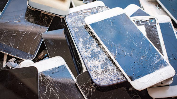 Se ha creado un vidrio autocurativo de alta resistencia para teléfonos inteligentes.